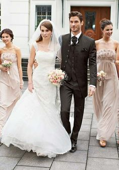 Extravaganter, avantgardistischer brauner Hochzeitsanzug mit Stehkragensakko von WILVORST - Art. 441102-060 - Jetz ansehen in der Herrenmode-Galerie von weddix
