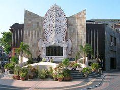 25 Best Things to Do in Kuta (Bali) - The Crazy Tourist Kuta Bali, Borobudur, Hindu Temple, Tourist Places, Bali Travel, Holiday Destinations, Wonders Of The World, Night Life, Around The Worlds