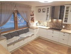 Sitzecke in Küche, so gemütlich - Anika N. Home Decor Kitchen, Kitchen Furniture, Kitchen Interior, Interior Design Living Room, Home Kitchens, Cozy Kitchen, Küchen Design, House Design, Design Ideas