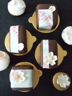 Spring Individual Cakes by Maki's Cakes