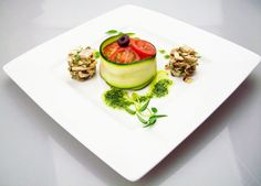 Tomaten Törtchen mit Pilze Tartar (rohkost) Raw dish La Mano Verde Berlin - Vegan Restaurant