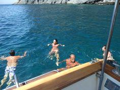 Un bel bagno rinfrescante nella baia di San Montano...