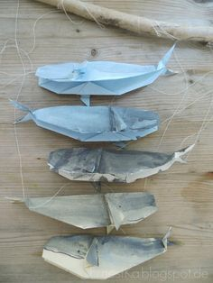 Origami- Wal Mobile Origami- Wal Mobile Mehr The post Origami- Wal Mobile appeared first on Skandinavisch Diy. Mobil Origami, Origami Diy, Origami Mobile, Origami Yoda, Origami Star Box, Kids Origami, Origami Dragon, Origami Butterfly, Origami Animals