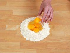 Hjemmelaget pasta - MatPrat Plastic Cutting Board, Pasta, Baking, Bakken, Backen, Sweets, Pastries, Pasta Recipes, Roast