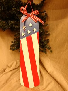 Wall or Door hanging USA flag hand painted fan blade - Ceiling Fan Patriotic Crafts, Patriotic Decorations, July Crafts, Summer Crafts, Holiday Crafts, Diy And Crafts, Americana Crafts, Patriotic Wreath, Diy Christmas