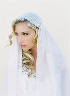 Juliet Bridal Cap Wedding Veil Blush Veil Cap Veil by VeiledBeauty Bridal Veils And Headpieces, Wedding Veils, Wedding Hijab, Juliet Cap Veil, Gatsby Headpiece, Couture, Bridal Hair, Marie, Wedding Hairstyles