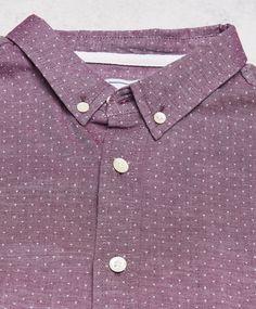 Richard skjorta från Clubs and Spades. Det här är en röd skjorta som har ett prickigt mönster och en smal passform. Skjortan har en button-down krage och vita pärlemorknappar samt ett rundat avslut nedtill.  Prickigt mönster Slim fit Button-down krage 100% Bomull 40° Skonsam maskintvätt