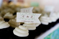 #DIY #wedding #cupcake flags via http://su.pr/2eivOj