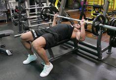 Exercício: Supino Reto. Grupos musculares: Peitoral (fibras médias), Tríceps, Ombro. Execução correta, recomendações, cuidados e mais informações