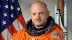 O cientista Mark Kelly da estação espacial garante que viu anjos no espaço enquanto trabalhava ao lado de fora na manutenção de um satélit...
