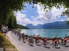Enjoyed the view today while passing one of France most beautifull lakes-Lac Annecy #Annecy #lake #peloton #mountains #landscape #stage19 @letourdefrance #tdf2016 #cycling