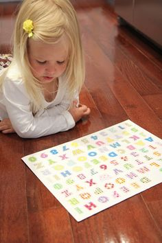 How do help your child to learn to read and spell their own name? Share a tip! And here's a great one: a paper plate name game