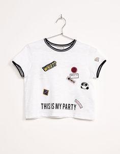 Camiseta parches rib contrastes. Descubre ésta y muchas otras prendas en Bershka con nuevos productos cada semana