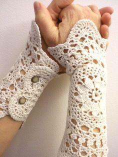 ❤~ Crochet ~❤ These 'Jane Eyre' wrist warmers were apparently made from recycled doilies. Diy Tricot Crochet, Crochet Mittens, Crochet Doilies, Crochet Lace, Free Crochet, Crochet Wrist Warmers, Crochet Fingerless Gloves Free Pattern, Crochet Style, Fingerless Mitts