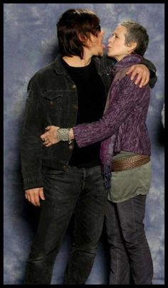 Norman Reedus and Melissa McBride - The walking dead Walking Dead Zombies, Melissa Mcbride, Walking Dead Tv Series, Fear The Walking Dead, Norman Reedus Girlfriend, Daryl And Carol, Talking To The Dead, Dead Man, Daryl Dixon