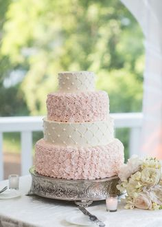 Delicate Swirls Wedding Cake