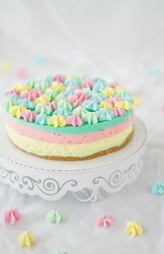 Si eres amante de los cheesecake, te va a encantar esta receta: cheesecake arcoiris. Ven a verlo.