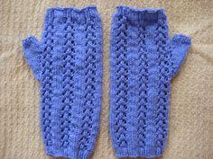 free knit pattern Little Arrowhead Fingerless Gloves