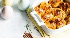 fi – Baked potatoes with cheese and herbs, recipe Kotiliesi. Baked Potato With Cheese, Cheese Potatoes, Baked Potatoes, Easter Recipes, Shrimp, Vegetarian, Dishes, Chicken, Meat