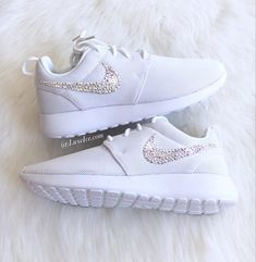 info for e21bc 0d4b7 Swarovski Nike Roshe One Casual Shoes White with SWAROVSKI® Xirius Rose-Cut  Crystals AB.