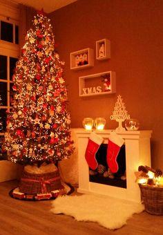 Kerstboom 2014. Rood wit met clusterverlichting.