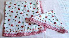 Material: 02 Fralda 100% algodão, bordado inglês, passa fita  Técnica: costura    Obs, Esta manta foi confeccionada com duas fraldas.  Altura: 0.70 cm  Largura: 0.70 cm    Babete confeccionada com uma fralda - 35 x 35 cm R$ 34,80