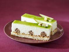 Delicious granny apple almond dacquoise Dacquoise Recipe, Yummy Treats, Delicious Desserts, Pastry Chef, Bon Appetit, Almond, Addiction, Cheesecake, Sweets