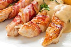 I bastoncini di pollo con bacon sono un secondo piatto sfizioso, veloce da preparare e davvero originale per stupire i vostri ospiti. Ecco la ricetta