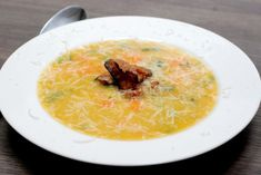 Fotorecept: Hrachovo-mrkvová polievka so slaninkou