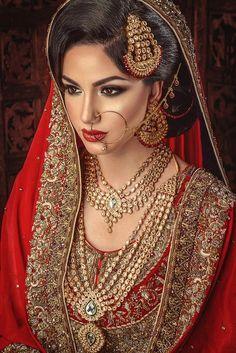 38 Ideas indian bridal dupatta setting makeup artists for 2019 Asian Bridal Makeup, Indian Makeup, Bridal Makeup Looks, Bride Makeup, Indian Beauty, Dupatta Setting, Pakistani Makeup, Bridal Dupatta, Desi Bride
