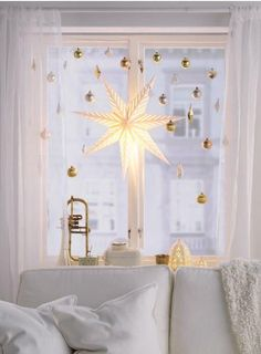 Bring a little twinkle to overcast skies with the help of some golden tree ornaments. If you use an extendable shower curtain rod inside the window frame, you can hang IKEA ornaments so they don't get in the way of the curtains. Attach the decorations usi Christmas Love, All Things Christmas, Christmas Holidays, Christmas Crafts, Christmas Window Lights, Snowman Crafts, Christmas Window Display, Christmas Baubles, Holiday Ornaments