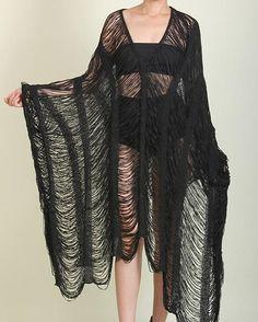 The Spooky Vegan: Goth Guide to Summer: 31 Goth Essentials to Survive the Sun Dark Fashion, Fashion Looks, Fashion Tips, Fashion Trends, Fashion 2020, Hijab Fashion, Korean Fashion, Mens Fashion, Alternative Mode
