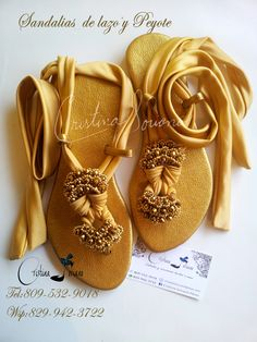 Sandalia lazos y cristal. Beaded Shoes, Embellished Shoes, Beaded Sandals, Crochet Shoes Pattern, Shoe Pattern, Leather Slippers, Leather Sandals, Decorating Flip Flops, Shoe Crafts