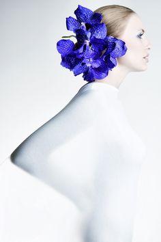 Woman shape and floral headpiece Karl Lagerfeld, Virtual Fashion, Floral Headpiece, Floral Fashion, Style Fashion, Luxury Fashion, Fashion Design, Scene Hair, Purple Haze
