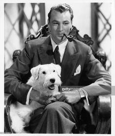 Gary Cooper with dog and pipe, Circa 1935. Fotografía de noticias | Getty Images