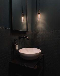 Willkommen im Haus 22 🧡 (@house.no22) • Instagram-Fotos und -Videos Double Vanity, Sink, Mirror, Bathroom, House, Furniture, Instagram, Home Decor, Videos