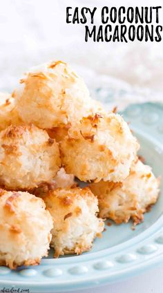 This easy coconut macaroon recipe is made with egg whites, sugar and coconut. This is a gluten free macaroon recipe, and is made with egg whites instead of sweetened condensed milk. This is such an easy recipe, and it's made entirely from scratch! Kokos Desserts, Coconut Desserts, Coconut Recipes, Baking Recipes, Cookie Recipes, Dessert Recipes, Sushi Recipes, Vegan Recipes, Easy Gluten Free Desserts