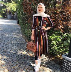 Hijab style 2019 – just trendy girls on we heart it Hijab Fashion Summer, Modern Hijab Fashion, Street Hijab Fashion, Hijab Fashion Inspiration, Muslim Fashion, Fashion Outfits, Fashion Muslimah, Abaya Fashion, Moda Hijab