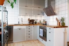 Interior Design Plants, Grey Interior Design, Home Interior, Interior Design Living Room, Living Room Decor, Kitchen Dining, Kitchen Decor, Kitchen Cabinets, Trends