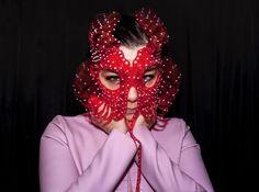 bjork: / headpiece by / photo band Face Jewellery, Bjork, Art Textile, Body Adornment, Black Wings, Warrior Princess, Headgear, Headdress, Masquerade
