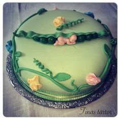One of 2 cakes I made for my systers and brothers girlfriends babyshower #sweetpea #babyshower #diy