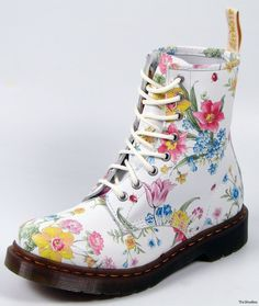 Dr. Martens boots in Flower Bouquet pattern. Love the floral & ladybugs!
