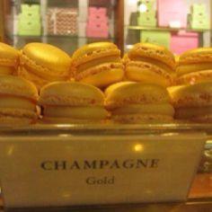 Yummie Macarons, Cupcake, Champagne, Sweets, Paris, Food, Montmartre Paris, Macaroons, Goodies