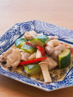 【ELLE a table】太きゅうりと鶏肉の中華風煮込みレシピ|エル・オンライン