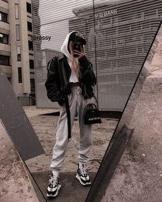winter outfits grunge Always chilled ___________________________________ Thanks again to threadsstyling for helping me to get these sick versace kicks Winter Mode Outfits, Chill Outfits, Winter Fashion Outfits, Cute Casual Outfits, Look Fashion, Casual Clothes, Fashion Clothes, Fashion Mode, Dress Clothes