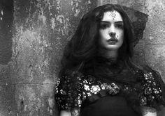 Anne Hathaway: Gothic