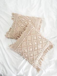 Macrame Pillow Cover Macrame Cushion Cover 18 by image 1 Macrame Art, Macrame Design, Burlap Pillows, Throw Pillows, Decorative Pillows, Boho Cushions, Natural Pillows, Pillow Tutorial, Macrame Patterns