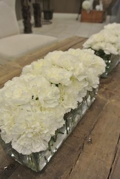 Long and low table flowers with apricot and white