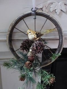 love this bicycle wheel wreath