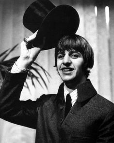 ♫ Ringo Starr photo session in a bowler hat 1965 Ringo Starr, Richard Starkey, Beatles Photos, The Fab Four, Lonely Heart, George Harrison, Great Bands, Paul Mccartney, John Lennon